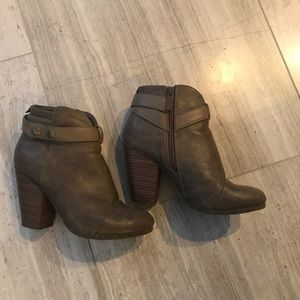 Breckelles Booties Dark Tan/Gray Size 6.5